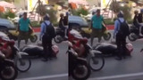 Đâm vào đuôi xe máy, tài xế taxi hùng hổ dọa nạt nam thanh niên