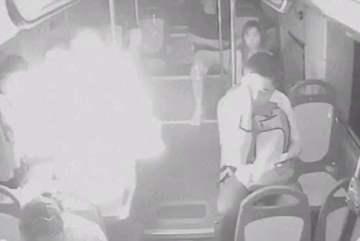 Sạc dự phòng phát nổ trên xe buýt, hành khách hú vía