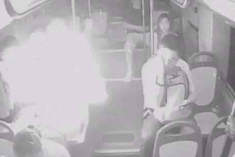 sạc dự phòng phát nổ trên xe buýt