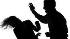 Chồng dùng tuýp sắt đánh vợ tử vong