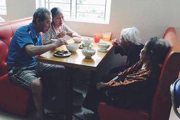 Người đàn bà rời cuộc sống nhung lụa, vào sống ở viện dưỡng lão