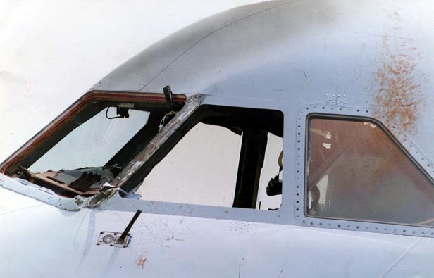 Ngày này năm xưa: Phi công thoát chết trong tai nạn hy hữu