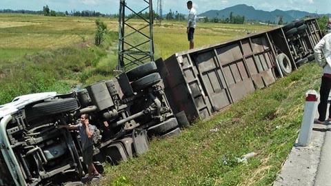 Xe tai nạn liên hoàn