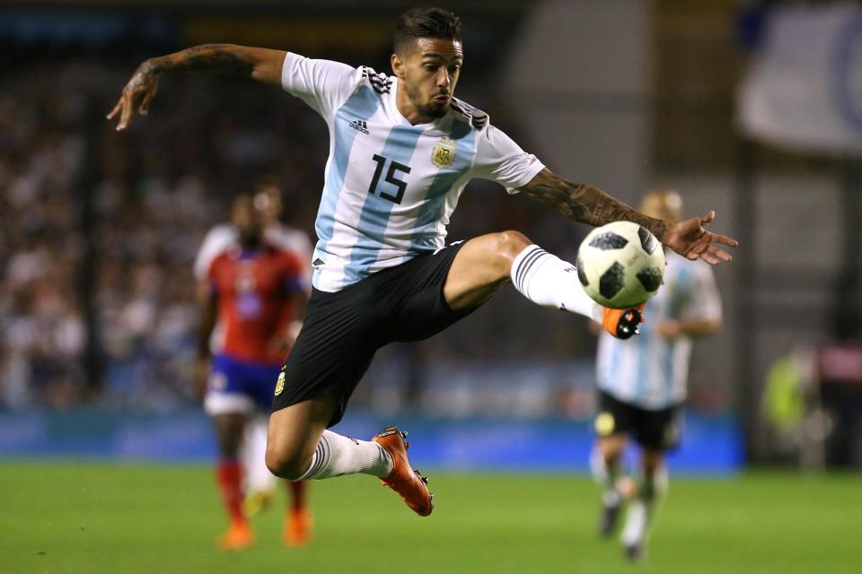 MU bị hét giá Alderweireld, tuyển Argentina nhận hung tin