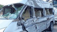 Xe khách đâm rầm vào xe container rồi lật nhào, 1 cô giáo thiệt mạng