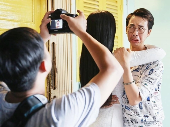 Việt Hương đăng ảnh lên mạng 'tìm người lạc' Hoài Linh