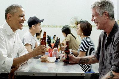Xem lại video đầu bếp Anthony Bourdain cùng Obama ăn bún chả Hà Nội
