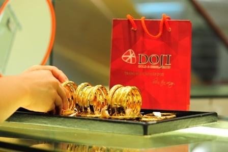 Giá vàng hôm nay 10/6: Vàng giảm nhẹ, đồng USD tăng không đáng kể