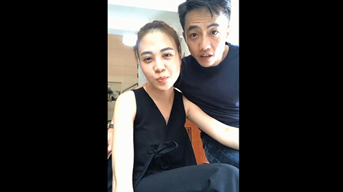 Cường Đôla hôn và gọi Đàm Thu Trang là vợ khi livestream