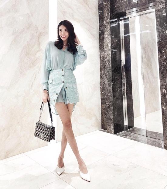 Siêu mẫu Minh Tú mặc bikini khoe body nóng bỏng
