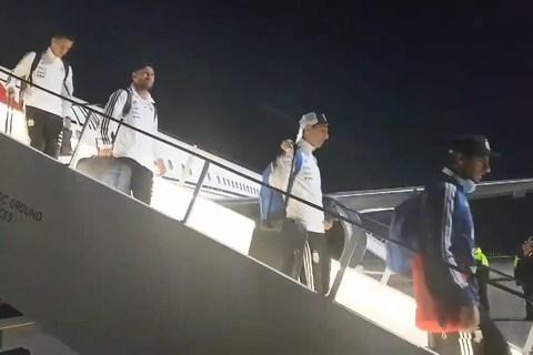 Argentina xuống máy bay