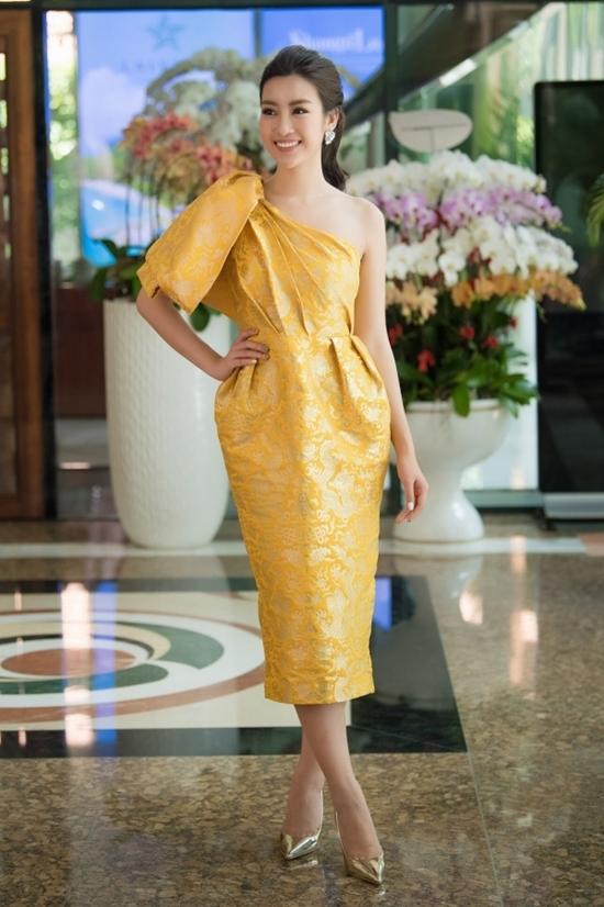 Không cần hở, Phạm Hương, Thanh Hằng vẫn mặc đẹp nhất tuần