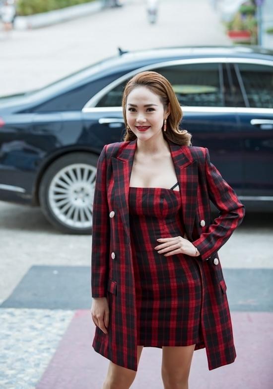 Hà Kiều Anh, Hà Hồ mất điểm vì chọn trang phục kém sang