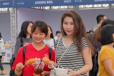 Lễ hội ẩm thực Hàn Quốc đông bất chấp thời tiết thất thường