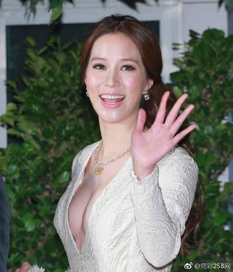 'Cô dâu nghìn tỷ' Trung Quốc gợi cảm khó tin dù đã sinh 4 con