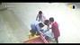 Người đàn ông nhanh như điện cứu bé gái lủng lẳng trên xe ba bánh