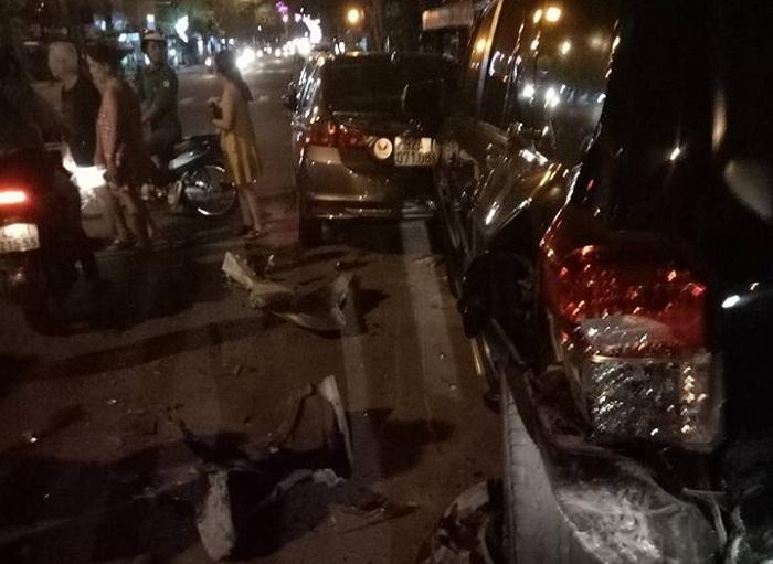 Tài xế lái BMW tông liên hoàn rồi hành động kỳ quặc