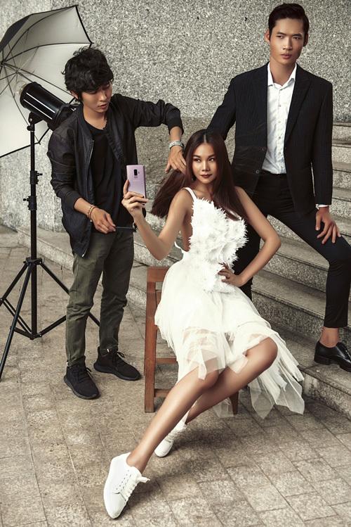 Siêu mẫu Thanh Hằng lộ chiêu chụp ảnh cực chất