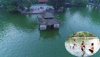 Hà Nội: Nhào lộn đã mắt ở 'bể bơi' nghìn năm tuổi