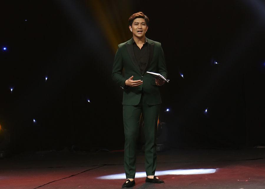 Ca sĩ Tim tiếp tục làm MC cho show truyền hình mai mối