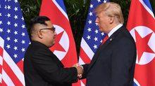 Cái bắt tay lịch sử giữa hai nguyên thủ Mỹ - Triều