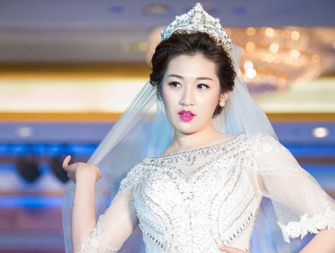 Sát ngày cưới, Á hậu Tú Anh vẫn chạy sô