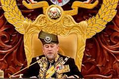 Vua Malaysia tự đề xuất hạ lương, giảm trợ cấp