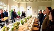 Ông Trump, Kim Jong Un ăn gì, với ai vào bữa trưa?