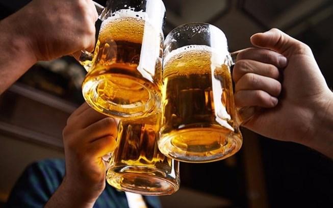 '. Dân Việt ngày càng chơi sang: Chê bia cỏ, nhậu bia cao cấp .'