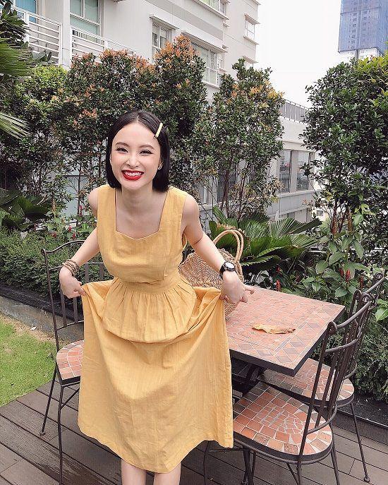 BTV Mai Ngọc 'ốm sưng vù mặt' vẫn cười tươi bên HLV Park Hang Seo