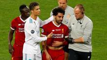 """Ronaldo sợ bị Salah """"nẫng"""" mất Quả bóng vàng"""
