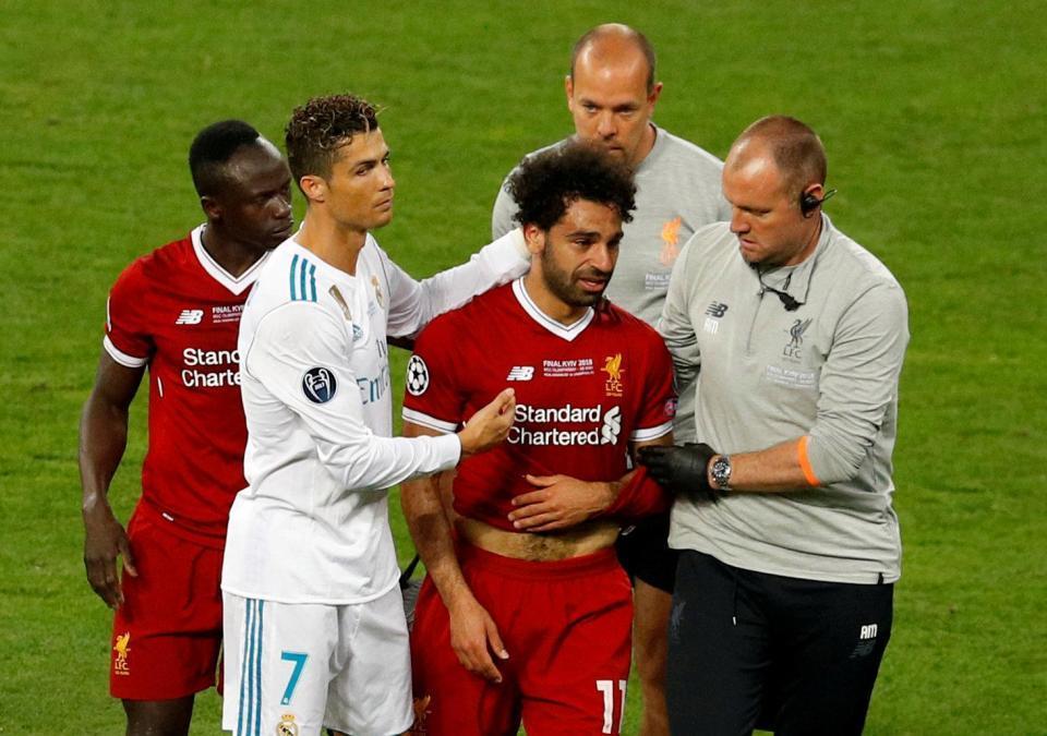 Ronaldo sợ bị Salah 'nẫng' mất Quả bóng vàng