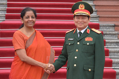 Hình ảnh nữ Bộ trưởng Quốc phòng Ấn Độ tại Hà Nội