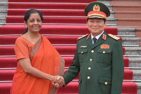 bộ trưởng quốc phòng Ấn Độ thăm VN