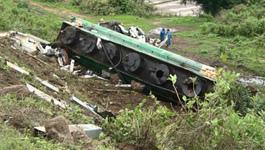 Xe bồn lao xuống vực ở Gia Lai, 2 người nguy kịch