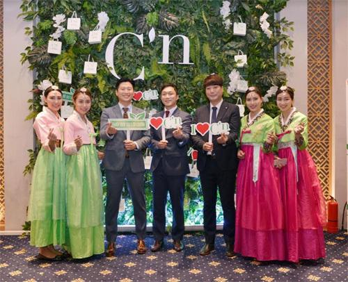 'Bùng cháy' dạ tiệc trắng C'n tại Hà Nội