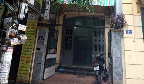 Thi thể người đàn ông bốc mùi trong ngôi nhà khóa trái ở Hà Nội