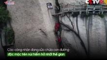 Rợn người cảnh tu sửa đường leo núi hiểm trở nhất thế gian