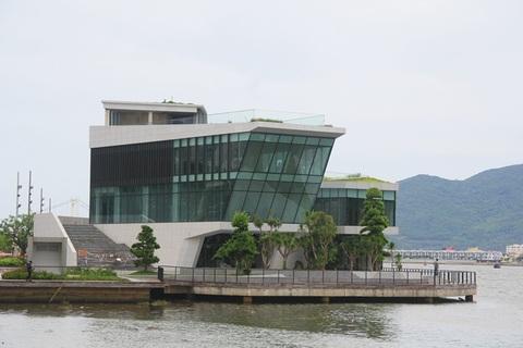 Cận cảnh nhà hàng đồ sộ của Vũ 'nhôm' ven sông Hàn