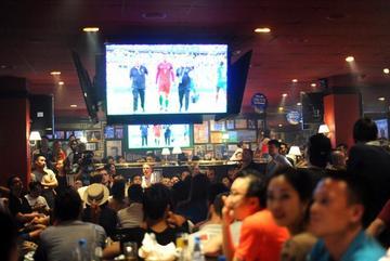 Cafe bóng đá, quán bar chiếu World Cup không cần xin phép