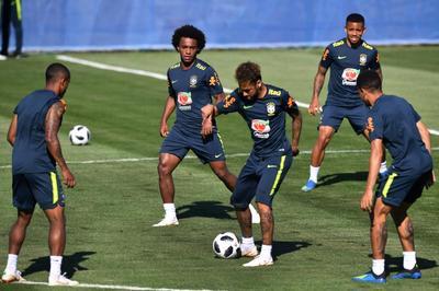 Brazil vô tình lộ đội hình thiện chiến đấu Thụy Sỹ