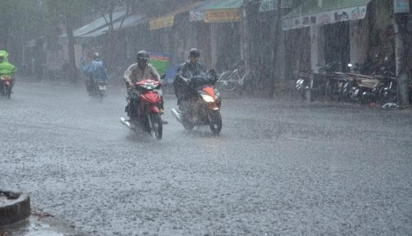 Dự báo thời tiết 15/6: Miền Bắc hết nóng, chiều tối Hà Nội mưa to