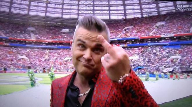 Robbie Williams hứng cơn thịnh nộ vì hành động xấu ở World Cup 2018