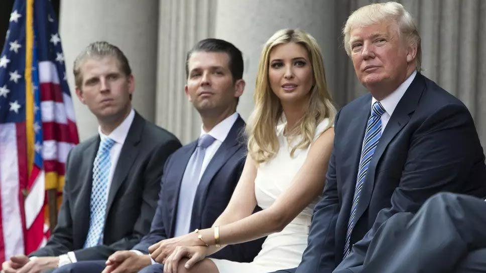 Gia đình ông Trump bất ngờ bị kiện