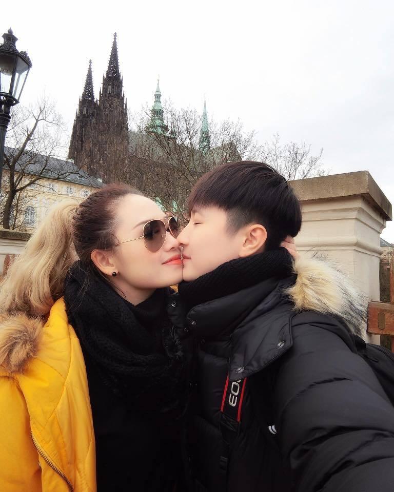 Nữ MC VTV vừa chia tay người tình đồng giới vô cùng xinh đẹp và quyến rũ