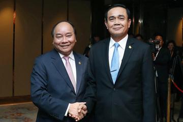 Thủ tướng Nguyễn Xuân Phúc gặp Thủ tướng Thái Lan