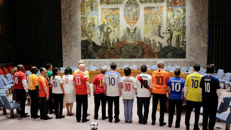 Cách cổ vũ World Cup cực 'độc' của các đại sứ Liên hợp quốc