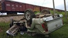 Tàu hỏa húc văng xe bán tải, 1 người chết, 1 nguy kịch