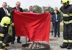 Thế giới 24h: Hành động khó tin của Tổng thống Czech
