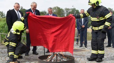 Thế giới 24h: Hành động vô cùng khó tin của Tổng thống Czech